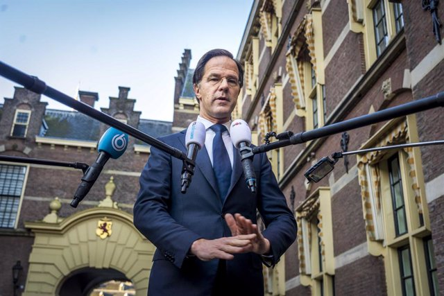 Archivo - 25 January 2021, Netherlands, The Hague: Incumbent Dutch Prime Minister Mark Rutte speaks to the press about the coronavirus situation across the country and the protests against the pandemic curfews restrictions, at the Ministry of General Affa