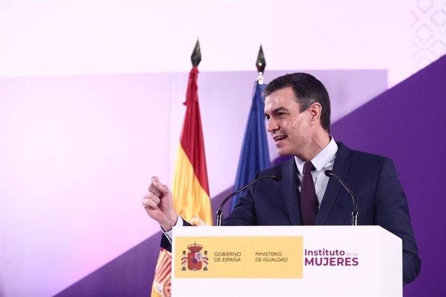 El presidente del Gobierno, Pedro Sánchez, interviene este lunes durante el acto institucional con motivo del 8 de marzo.