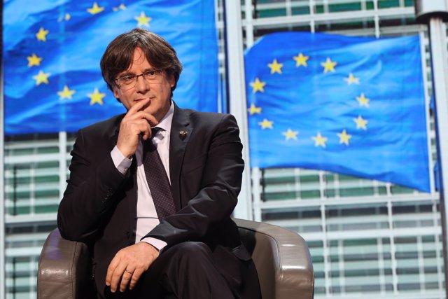 El expresidente de la Generalitat de Catalunya Carles Puigdemont durante la sesión plenaria en el Parlamento Europeo en la que la Eurocámara ha suspendido su inmunidad, en Bruselas (Bélgica).