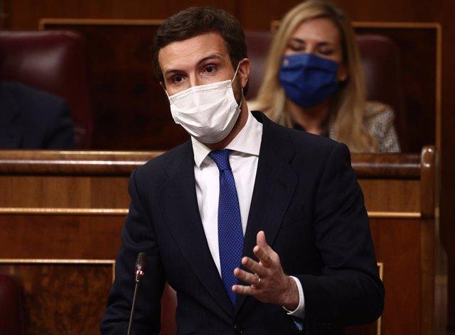 El líder del PP, Pablo Casado, interviene durante una sesión de Control al Gobierno celebrada en el Congreso de los Diputados, en Madrid, (España), a 17 de febrero de 2021. El pleno, en medio de las discrepancias entre el PSOE y Unidas Podemos por la Ley