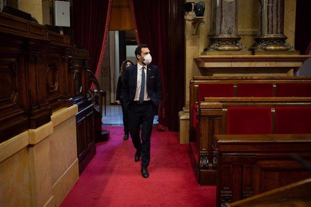 Archivo - el presidente del Parlament, Roger Torrent en la Diputación Permanente del Parlament, en Barcelona, Catalunya (España), a 20 de enero de 2021. La Diputación es el órgano que representa a la cámara en periodos de vacaciones y de convocatoria elec