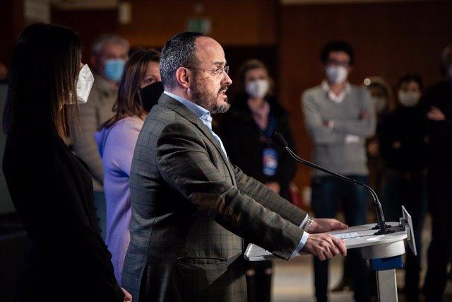 El president del Partit Popular Català i candidat del partit a la presidència de la Generalitat, Alejandro Fernández, en una roda de premsa (Arxiu)