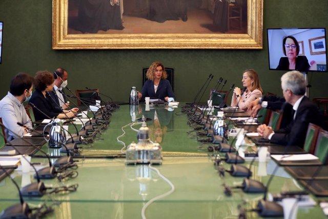 Archivo - La presidenta del Congreso de los Diputados, Meritxell Batet (c), preside una reunión de la Mesa del Congreso, celebrada este martes en Madrid (España), a 19 de mayo de 2020.