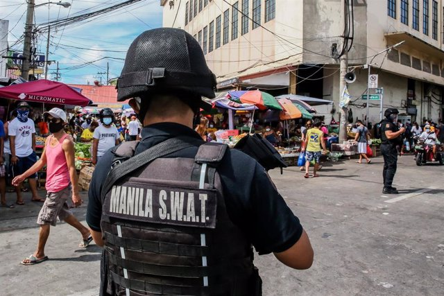 Archivo - Agente de las Fuerzas Especiales de la Policía Nacional de Filipinas.