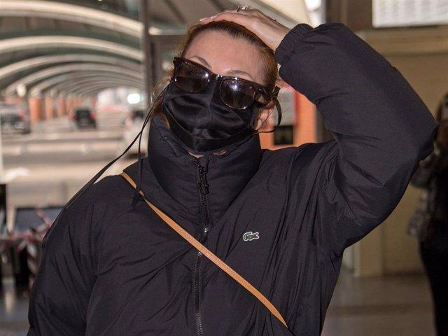 Nawja Nimri, a su llegada a la capital cuando agredió a los cámaras