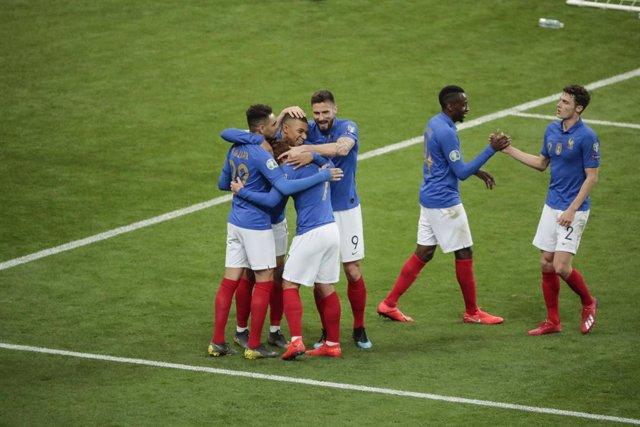 Archivo - Kilian Mbappe (FRA) scored a goal and celebration, with Olivier Giroud (FRA), Antoine Griezmann (FRA), Layvin Kurzawa (FRA), Blaise Matuidi (FRA), Benjamin Pavard (FRA) during the UEFA EURO 2020, Qualifying Group H football match between France