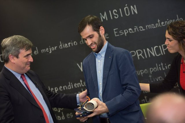 Archivo - Carlos Matallanas recibe la medalla de bronce del mérito deportivo