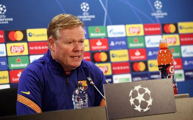 El entrenador del FC Barcelona, Ronald Koeman, en rueda de prensa en la Liga de Campeones