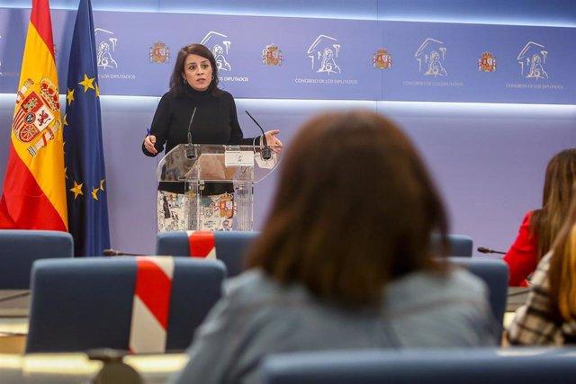 La portavoz parlamentaria del PSOE, Adriana Lastra, interviene en una rueda de prensa posterior a una reunión de la Junta de Portavoces en el Congreso de los Diputados
