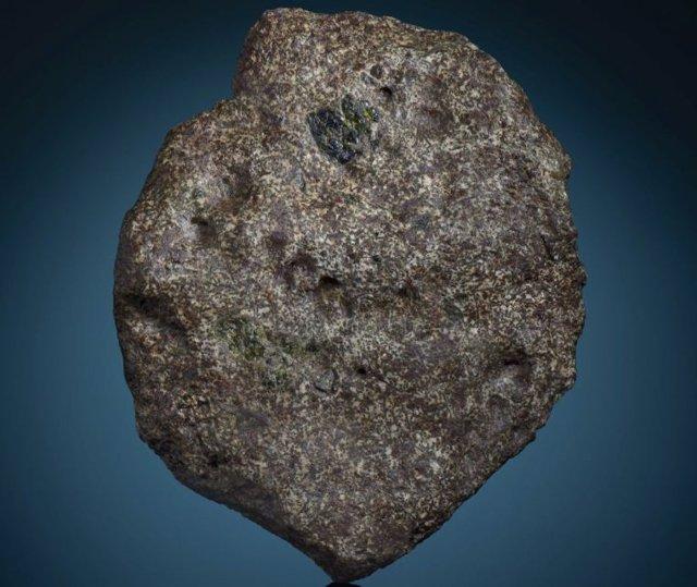 Un trozo del meteorito EC 002. La masa principal del meteorito reside en el Museo de Gemas y Minerales de Maine