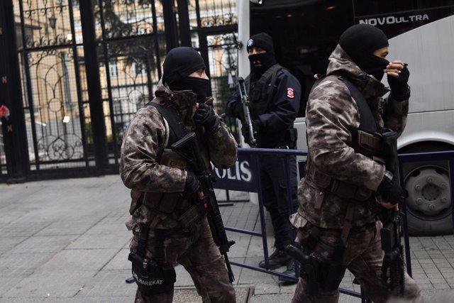 Imagen de las fuerzas de seguridad turcas un día después del asesinato de Andrea Karlov.