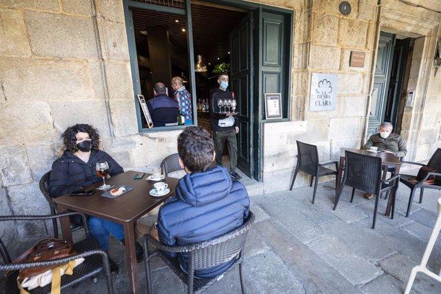 Terrassa d'un bar el primer dia de la reobertura a Pontevedra. Galícia (Espanya), 8 de març del 2021.