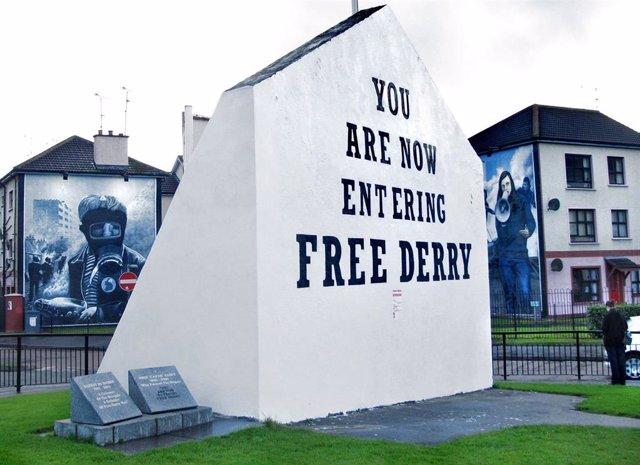 El 'Free Derry Corner', escenario de varios episodios del conflicto armado irlandés, como la Batalla del Bogside y el Domingo Sangriento en las décadas de 1960 y 1970.