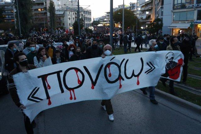 Manifestación contra la violencia policial en Atenas, Grecia.
