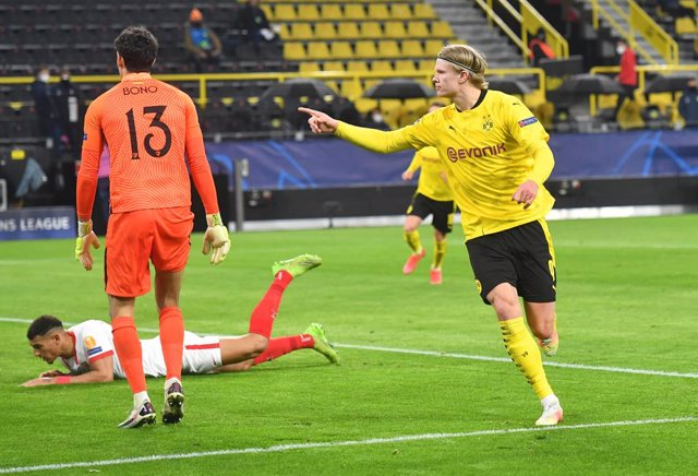 09 March 2021, North Rhine-Westphalia, Dortmund: Dortmund's Erling Haaland celebrates scoring his side's first goal during the UEFA Champions League round of 16, second leg soccer match between Borussia Dortmund and Sevilla FC at Signal Iduna Park. Photo: