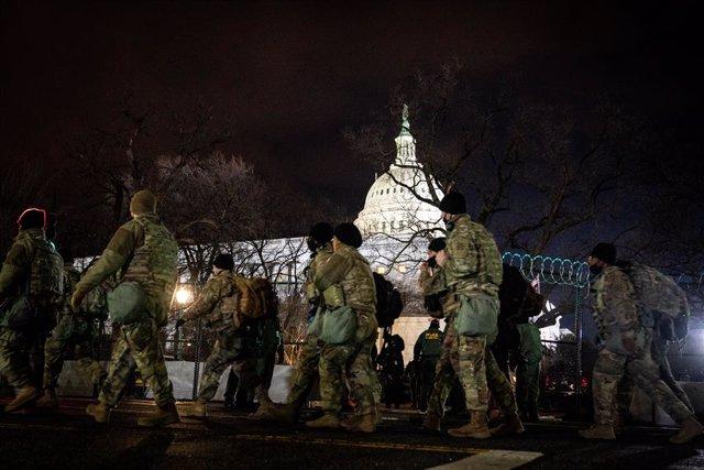 Archivo - La Guardia Nacional hace guardia fuera del Capitolio durante la 59ª ceremonia inaugural del presidente electo Joe Biden y la Vicepresidente electa Kamala Harris, en Washington D.C., Estados Unidos, a 20 de enero de 2021.