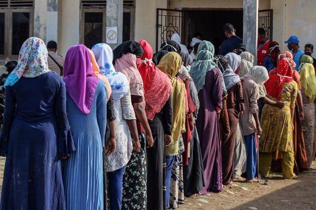 Archivo - Comprobaciones médicas a refugiados rohingyas en Indonesia