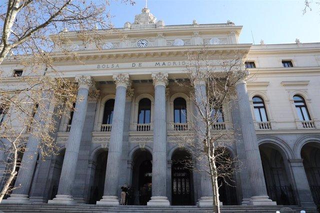 Exterior del Palacio de la Bolsa, en Madrid, (España).