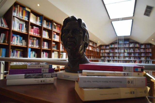Ndp Y Fotografía. La Biblioteca De La Asamblea Se Suma A La Conmemoración Del Día De La Mujer Con Una Selección De Libros De Autoras De Referencia