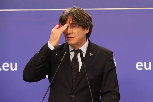 El expresidente de la Generalitat Carles Puigdemont ofrece una rueda de prensa el día en el que el Parlamento Europeo a favor de suspender la inmunidad de los tres, en Bruselas (Bélgica), a 9 de marzo de 2021.