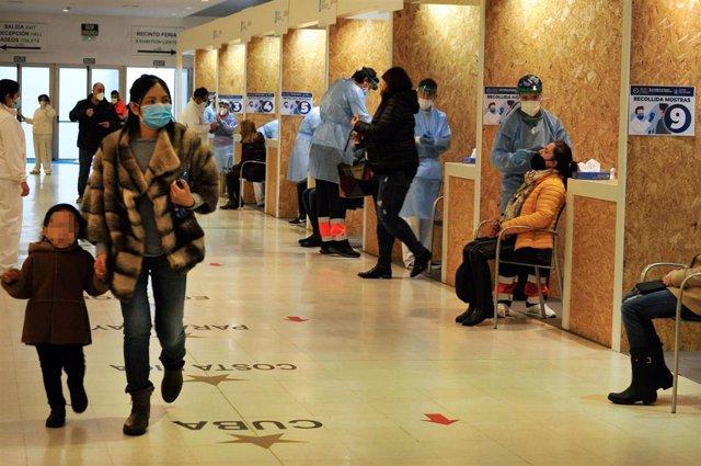 Archivo - Dispositivo de cribado masivo para detectar positivos por coronavirus en Expourense, en Ourense.