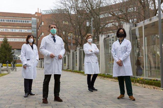 Investigadores de la Universidad de Navarra que participan en el proyecto. De izquierda a derecha, Susana Santiago, Miguel Ruiz Canela, Itziar Zazpe y Nerea Martín-Calvo