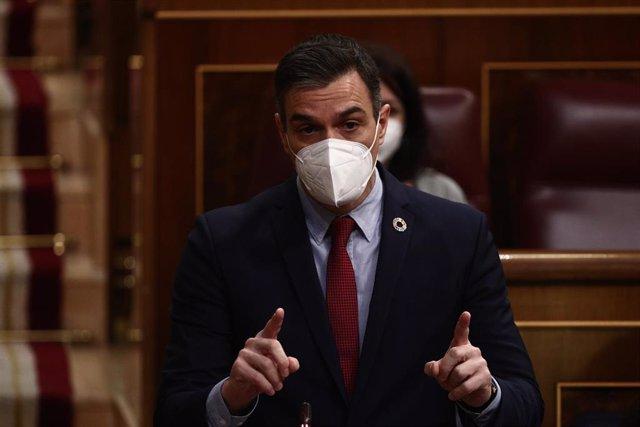 El presidente del Gobierno, Pedro Sánchez, interviene durante una sesión de control al Gobierno en el Congreso de los Diputados