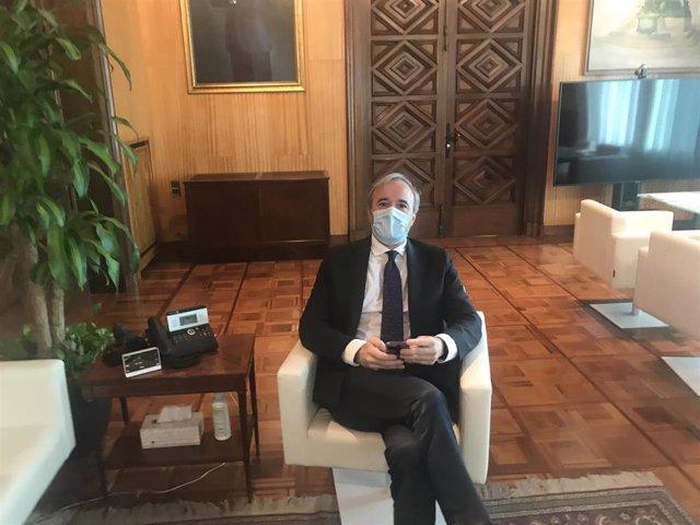 Archivo - El alcalde de Zaragoza, Jorge Azcón, en su despacho
