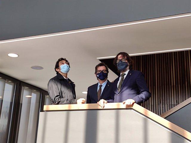 El conseller de Territori i Sostenibilitat de la Generalitat, Damià Calvet, l'alcalde de Martorell, Xavier Fonollosa, i el president de FGC, Ricard Font, en una visita al centre d'operacions de FGC a Martorell (Barcelona).