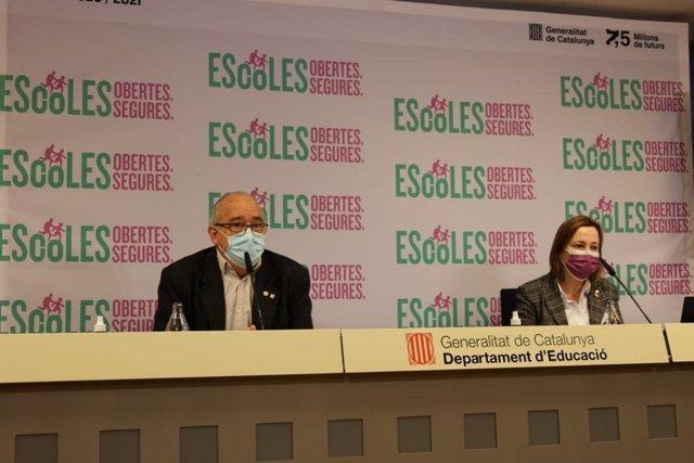 El conseller de Educación de la Generalitat, Josep Bargalló, y la directora general de Currículum, Maite Aymerich, en una rueda de prensa