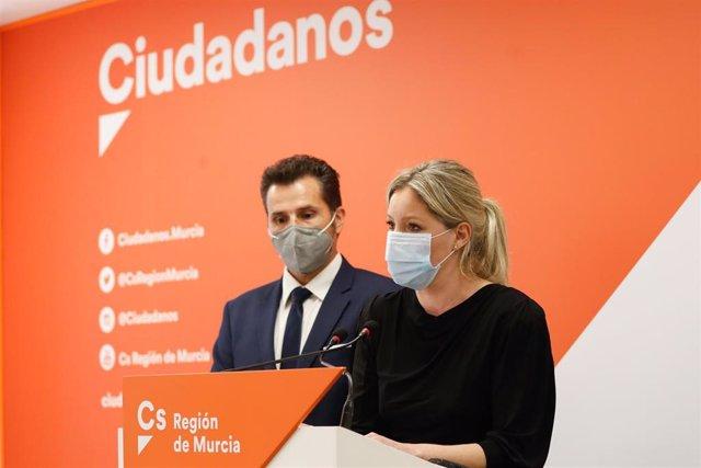 Rueda de prensa de la coordinadora autonómica de Ciudadanos en Murcia, Ana Martínez Vidal, y el vicealcalde de Murcia, Mario Gómez.