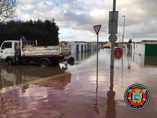 Archivo - Inundaciones en diciembre de 20202 en el barrio Santiago el Mayor de Nueva Montaña. Archivo