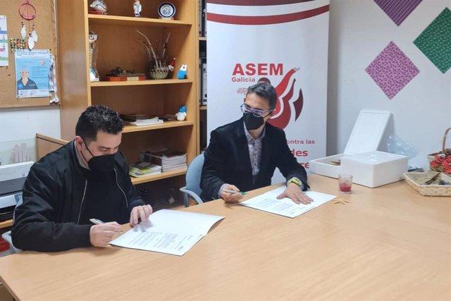 A la izquierda Manuel Rego, presidente de Federación ASEM; a la derecha, Juan Carrión, presidente de FEDER.