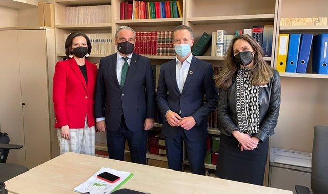 Los farmacéuticos muestran al PSOE su voluntad de colaboración y propuestas para contar con estos profesionales
