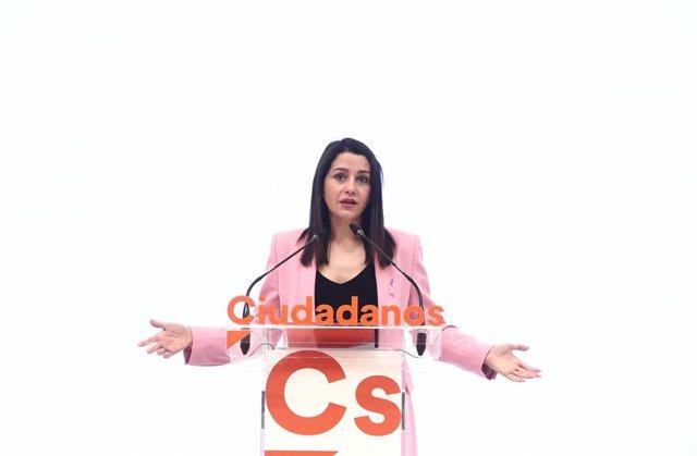 La presidenta de Cs, Inés Arrimadas, en una roda de premsa a la seu del partit a Madrid.