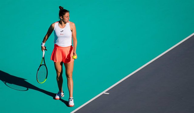 Archivo - Sara Sorribes Tormo of Spain in action during her quarter final match at the 2021 Abu Dhabi WTA Womens Tennis Open WTA 500 tournament against Marta Kostyuk of Ukraine
