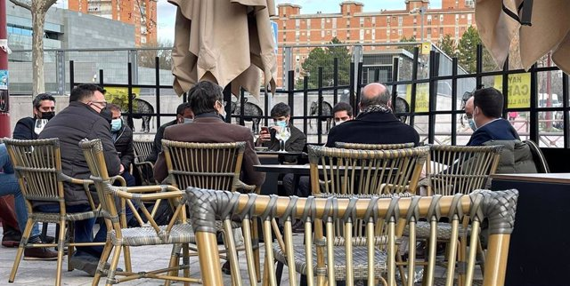 Imagen del vicepresidente de la Junta en una terraza de Valladolid difundida por Más que Bares
