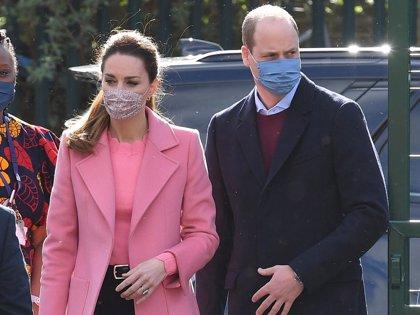 El Príncipe William, enfadado, responde a las acusaciones de racismo de su hermano Harry y Megan Markle