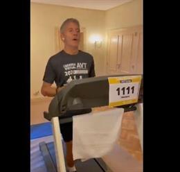 El ministro del Interior, Fernando Grande Marlaska, corriendo en la carrera virtual de la AVT del pasado 14 de noviembre