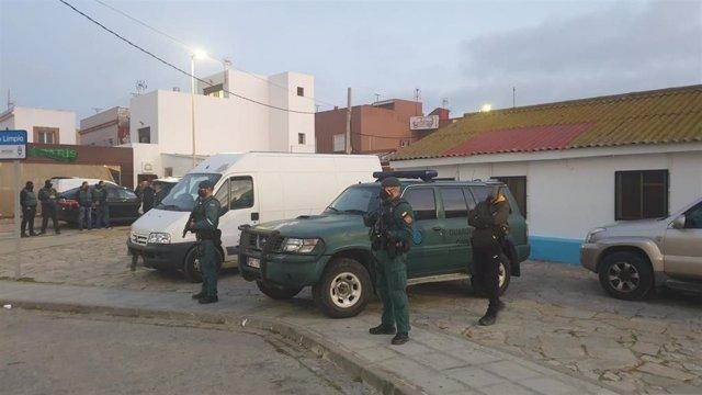 Efectivos de la Guardia Civil desplegados con motivo de la operación Desvanes contra el narcotráfico