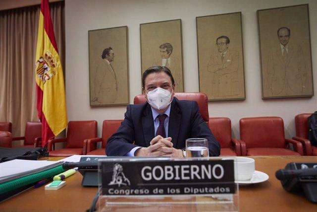 El Ministro de Agricultura, Pesca y Alimentación, Luis Planas, comparece en la comisión de su departamento en Sala Constitucional del Congreso de los Diputados, en Madrid (España), a 11 de marzo de 2021. En la sesión informarán, entre otras cuestiones, so