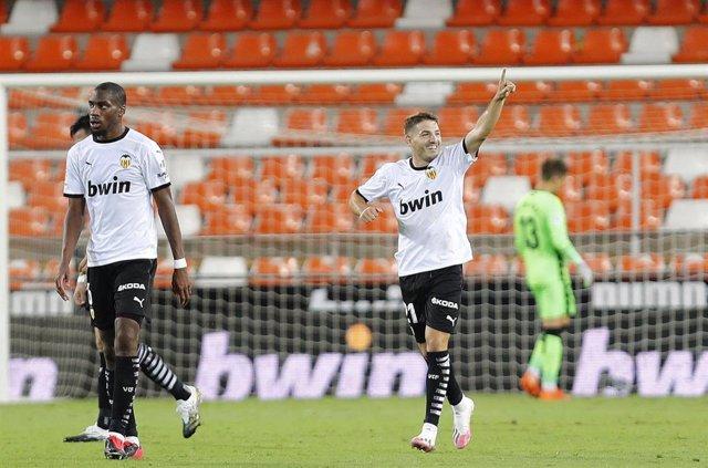 Archivo - Manu Vallejo celebra el 3-2 en el Valencia-Levante de la primera vuelta de LaLiga Santander 2020-2021