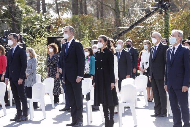 Los Reyes y el presidente del Gobierno, Pedro Sánchez, en el acto con motivo del Día Europeo de las Víctimas del Terrorismo