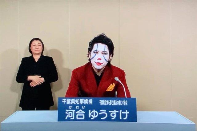 Un político japonés se presenta a las elecciones vestido del Joker