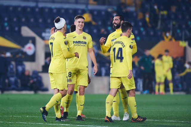 Villarreal players celebrates the goal of Gerard Moreno during the Uefa Europa League mach Round 32 between Villarreal CF and Red Bull Salzburg at Estadio de la Ceramica on 24 February, 2021 in Vila-real, Spain