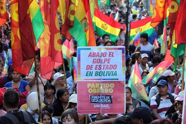 Archivo - Imagen de archivo de protestas tras la renuncia a la presidencia de Bolivia de Evo Morales por presuntas irregularidades.