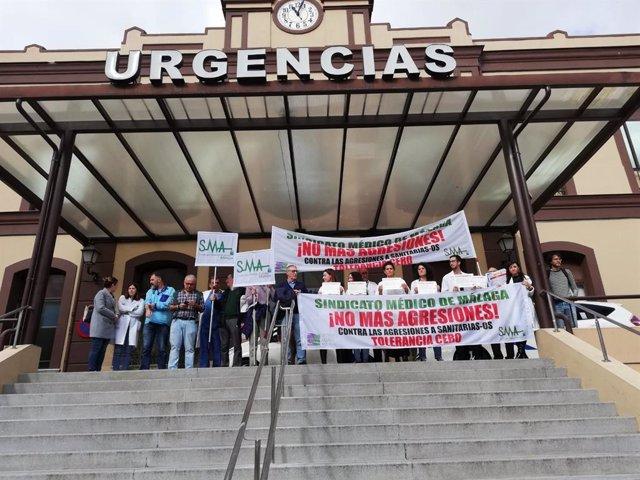 Archivo - Foto de archivo de una concentración del Sindicato Médico de Málaga por agresiones a sanitarios