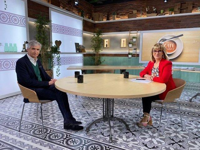 El secretari de Salut Pública Josep Maria Argimon i la periodista Gemma Nierga