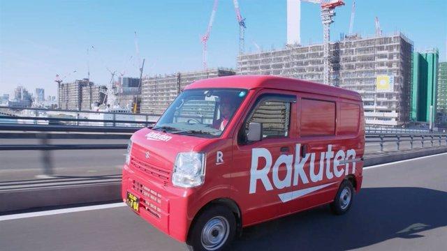 Archivo - Furgoneta con el logo de Rakuten en Japón.