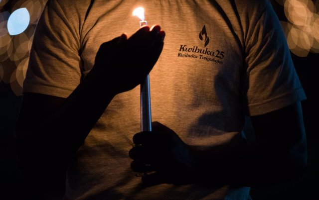 Archivo - 07 April 2019, Rwanda, Kigali: A person holds a candle during a vigil service marking the 25th anniversary of the Rwandan genocide, during which nearly 800,000 people were killed, at the Amahoro Stadium. Photo: Benoit Doppagne/BELGA/dpa